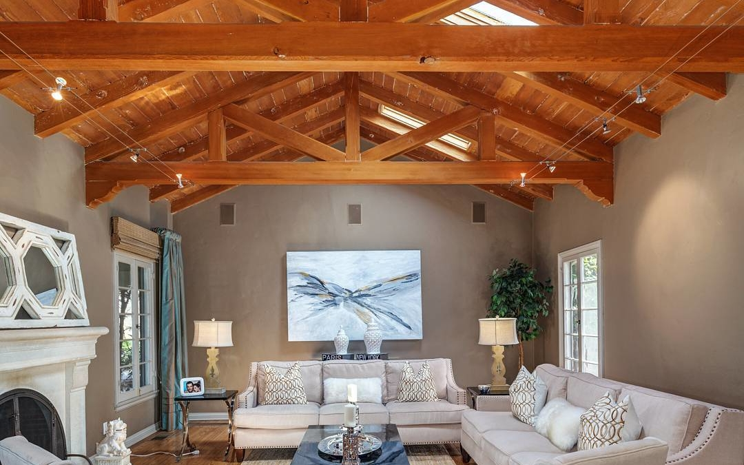 Just look at that ceiling……I think that's enough said! . . . . #realestate #larealestate #luxuryrealestate #luxuryhomes #milliondollarlisting #architecturaldigest #architecture #archilovers #losangeles #losangelesphotographer #photographer #creativevisionstudios #cvstudiosnet #cvstudios #beams #ceiling #photooftheday #interiorphotography #realestatephotography #architecturalphotography #instapic #instagood #myrrs