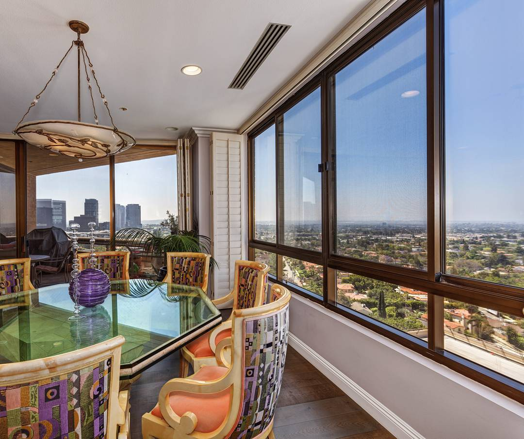 A beautiful view from the 14th floor of the Mirabella condominiums in Los Angeles.....#architecturaldigest #architecturalphotography #archilovers #realestate #larealestate #luxuryrealestate #luxuryhomes #photooftheday #milliondollarlisting #highrise #view #myrrs #highclasshomes #losangeles #creativevisionstudios #cvstudios #cvstudiosnet #photographer #realestatephotography #realestatemarketing #mirabella