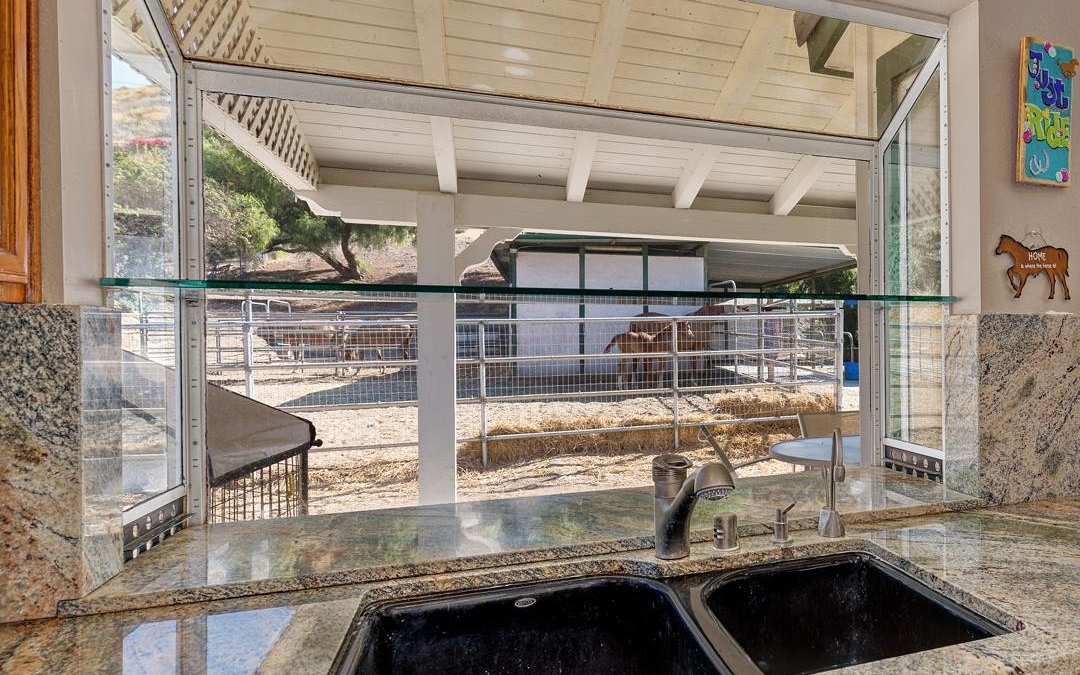Had the opportunity to shoot a horse property in the bridal path area of Simi Valley this weekend. They had the cutest colt that was just a bundle of energy playing with her momma. If this was my house not sure I could leave the kitchen window! . . . .  #realestate #larealestate #luxuryrealestate #luxuryhomes #highclasshomes #milliondollarlisting #photooftheday #creativevisionstudios #cvstudios #cvstudiosnet #myrrs #realestatephotography #realestatemarketing #architecturaldigest #architecturephotography #archilovers #view #horse #colt #baby #window #equestrian