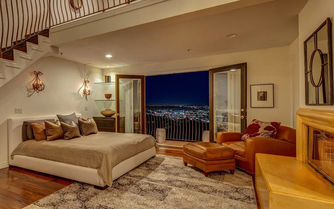 Now this is a room with a view. This had the best panoramic view I have ever seen. On the left you could see the Hollywood sign and on the right you had the Pacific ocean. Then all the city lights in between! Shot for @shannonshue this week in the Hollywood hills. . . . . #realestate #larealestate #luxuryrealestate #luxuryhomes #highclasshomes #milliondollarlisting #photooftheday #creativevisionstudios #cvstudios #cvstudiosnet #myrrs #realestatephotography #realestatemarketing #architecturaldigest #architecturephotography #archilovers #twilight #Hollywood #view